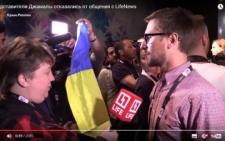 Чернівчанин, який супроводжував Джамалу на Євробаченні, закрив об'єктив камери російського телеканалу синьо-жовтим прапором (фото+відео)