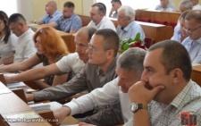 Депутати облради послухались 25-ти колег з міськради і залишили райони в Чернівцях у спокої