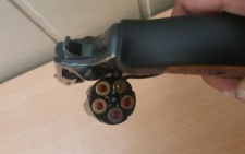 """На буковинському кордоні вилучили газовий револьвер з набоями та автомобіль """"Volkswagen Passat"""" (фото)"""