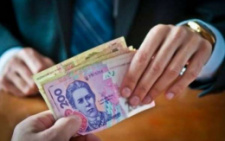 На Буковині чиновнику ДМС, якого підозрюють у хабарництві, обрали запобіжний захід