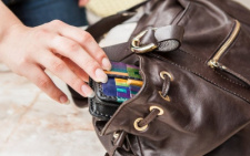 У Чернівцях з гардеробу медустанови злодій поцупив сумку працівниці