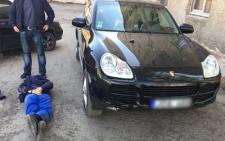 У Чернівецькій області поліція затримала групу озброєних квартирних крадіїв-