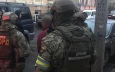У Чернівецькій області затримано 28-річного буковинця, який пропонував прикордоннику 700 євро хабара (фото+відео)