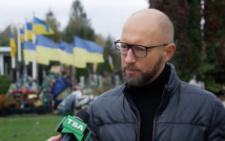 «Вибори почались, люди дуріють»: Яценюк відреагував на інцидент біля аеропорту «Чернівці»