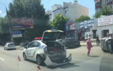У Чернівцях «євробляха» зіткнулася з поліцейською машиною (фото)