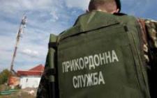 На буковинському кордоні водій зачинився в авто й ігнорував вимоги прикордонників