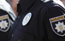 У Чернівцях поліція затримала п'яного чоловіка, який намагався підпалити агітаційну продукцію