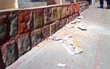 У Чернівцях на вулиці Університетській обвалився карниз будинку (фото)