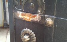У Чернівцях невідомі сплюндрували надгробок бургомістра Чернівців Едуарда Райса (фото)