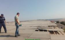 В райцентрі на Буковині ураганний вітер позривав шифер з дахів (фото)