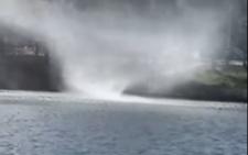 У Чернівцях на озері зафіксували незвичне природнє явище (відео)