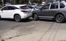У Чернівцях на Героїв Майдану зіштовхнулися «Porsche» і «Lexus» (фото)