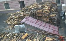 У дворику Чернівецької ОДА створили склад з дровами (фото)
