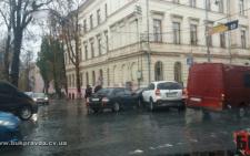 У Чернівцях чорно-біле ДТП: