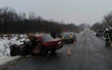 На Буковині з понівеченого авто рятувальники витягнули трьох потерпілих в ДТП