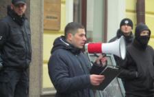 У Чернівцях група активістів пікетувала румунський культурний центр, заявивши, що знайшла «представника Путіна на Буковині» (фото)