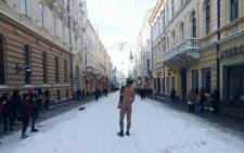 Оголений турист сфотографувався у Чернівцях на вулиці Кобилянській