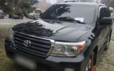 Завдяки соцмережі у Чернівцях поліція оштрафувала водія, який припаркувався на клумбі