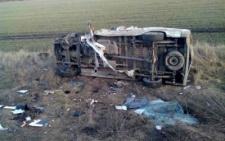 На об'їзній Чернівців мікроавтобус від зіткнення з фурою перекинувся і загорівся (фото)