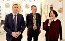 У Чернівцях відкрилась виставка Вижницького коледжу прикладного мистецтва (фото)
