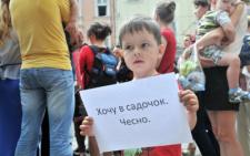 600 дітей, які мають 2-3 роки не можуть потрапити у садочки в Чернівцях (відео)