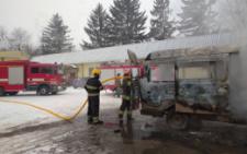 У Чернівцях на Кармелюка згорів мікроавтобус