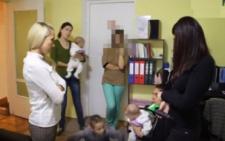 У Чернівцях багатодітну мати з дітьми орендодавці випровадили з квартири за кількаденний борг (відео)