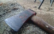 30-річний чоловік погрожував вбити сокирою 62-річного сусіда